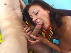 Elder mom gets cumload in mouth