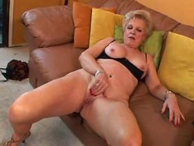 Blonde mature gets licking old cunt and sucks cock