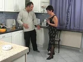 Brunette elder mature does hot blowjob in kitchen