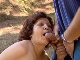 Chubby aged mature does blowjob and fucks outdoor
